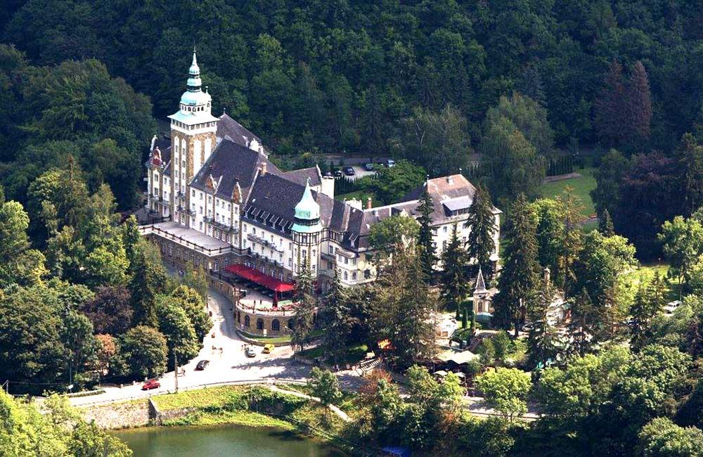 Lillafüredi kastélyba , természettel körülölelt táj, csodaszép kilátással és friss levegővel