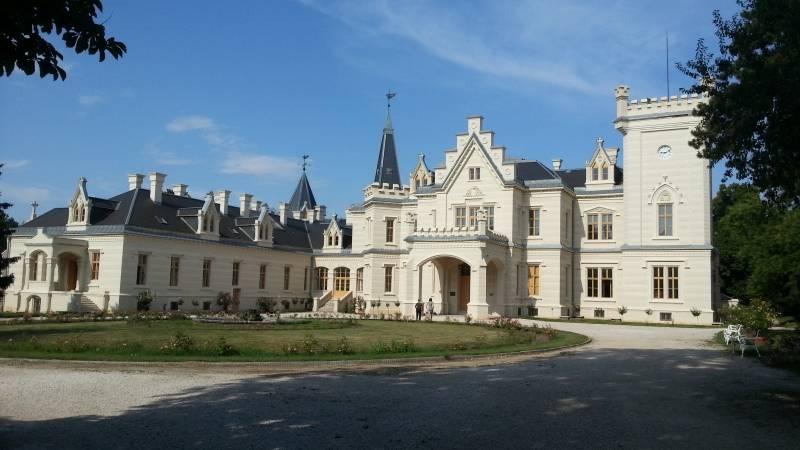 Nádasdy-kastély a szerelmesek háza, romantikus kalandot keresőknek, szerelmespároknak ajánlott,meseszép természet